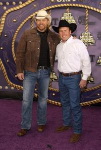 Toby Keith and Rodney Carrington at the 2008 CMT Music Awards.