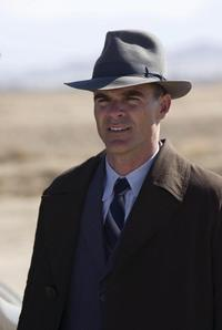 Michael Kelly as Lester Ybarra in