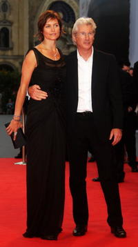 Carey Lowell and Richard Gere at the premiere of