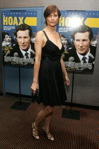 Carey Lowell at the premiere of