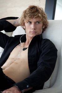 Alex Pettyfer as Kyle in