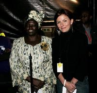 Wangari Maathai and Davina McCall at the Live 8 Edinburgh concert.