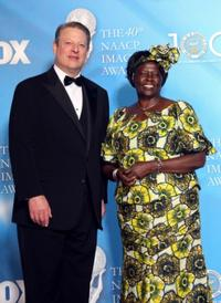 Al Gore and Wangari Maathai at the 40th NAACP Image Awards.