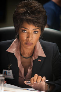 Angela Basset as Lynne Jacobs in