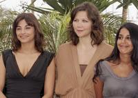 Julie Bataille, Maggie Gyllenhaal and Leila Bekhti at the photocall of