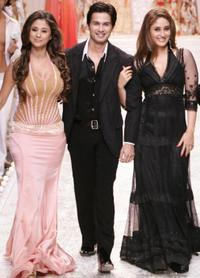 Urmila Matondkar, Shahid Kapoor and Kareena Kapoor at the grand finale of Wills Lifestyle Fashion Week.