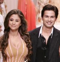 Urmila Matondkar and Shahid Kapoor at the grand finale of Wills Lifestyle Fashion Week.