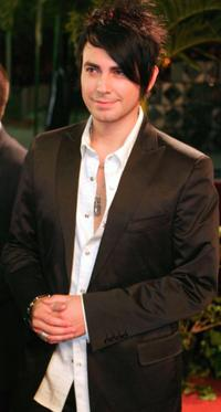 Beto Cuevas at the 2004 Univision Awards Premio Lo Nuestro a la Musica Latina.