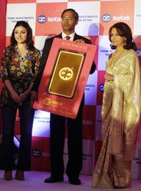 Soha Ali Khan, S. Manian and Sharmila Tagore at the launch of