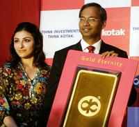 Soha Ali Khan and S. Manian at the launch of
