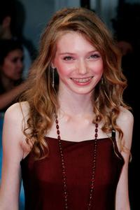 Eleanor Tomlinson at the premiere of