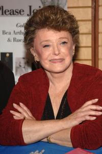 Rue McClanahan signs copies of