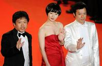 Hirokazu Kore-eda, Bae Doo-Na and Itsuji Itao at the premiere of