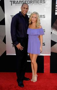 Hank Beskett and Kendra Wilkinson at the premiere of