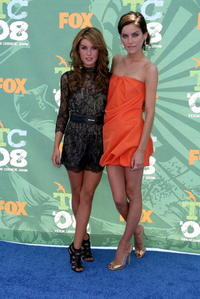 Jessica Stroup and Shenae Grimes at the 2008 Teen Choice Awards.