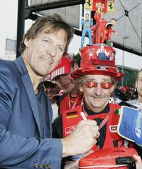 Ralph Moeller and a Formula 1 Fan at the Motorsport Traveling Charity-Gala.