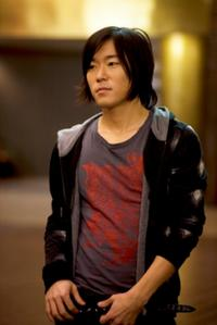 Aaron Yoo as Thom in