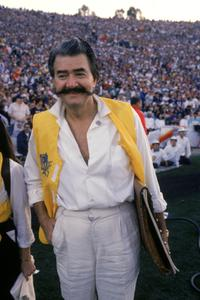 Leroy Neiman at the Super Bowl XXI between the New York Giants and the Denver Broncos.