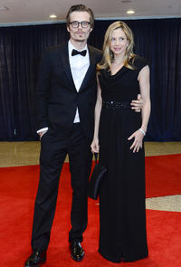 Christopher Backus and Mira Sorvino at the red carpet of 2011 White House Correspondents' Association Dinner.