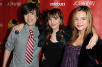 Remy Thorne, Bella Thorne and Kaili Thorne at the JCPenney's