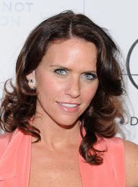 Amy Landecker at the Everlon Diamond Knot Collection Luncheon celebrating Academy Award Nominee Carey Mulligan.