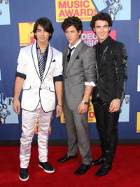 Joe Jonas, Nick Jonas and Kevin Jonas at the 2008 MTV Video Music Awards.