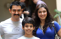 Aamir Khan, Darsheel Safary and Manjiri Phadnis at the promotional event of