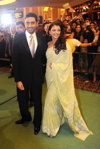 Abhishek Bachchan and Aishwarya Rai Bachchan at the 10th International Indian Film Academy (IIFA) Awards.