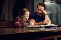 Abigail Breslin as Anna and Jason Patric as Brian in