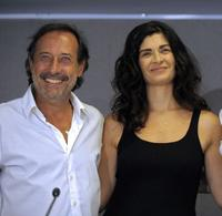 Guillermo Francella and Alejandra Villamil at the news conference in Buenos Aires.
