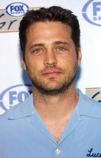 Jason Priestley at the grand opening of Fox Sports Grill.