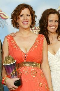Molly Ringwald and Ally Sheedy at the 2005 MTV Movie Awards.