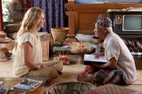 Julia Roberts as Liz Gilbert and Hadi Subiyanto as Ketut Liyer in