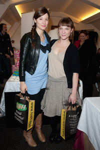 Alice Pol and Yeelem Jappain at the Espace Glamour Chic Cesars Gift Lounge in Paris.