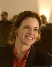 Ally Sheedy as Helen in