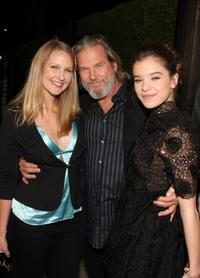 Haley Roselouise Bridges, Jeff Bridges and Hailee Steinfeld at the screening of