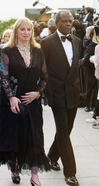 Joanna Shimkus and Sidney Poitier at the 2004 Vanity Fair Oscar party.