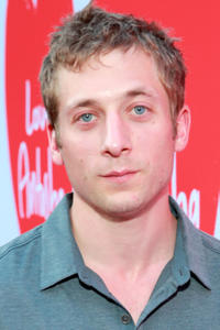 Jeremy Allen White at the Los Angeles premiere of