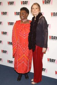 Agnes Pareyio and Gloria Steinem at the V-Day 2002.
