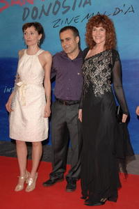 Nicoletta Braschi, Director Bahman Ghobadi and Susu Pecoraro at the 55th San Sebastian Film Festival.