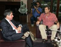 Mel Gibson and president Oscar Arias at the Costa Rica's president's house.