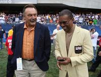 Dick Butkus and Gale Sayers at the game between the Bears and the Pittsburgh Steelers.