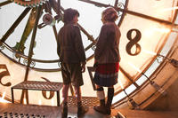 qAsa Butterfield as Hugo Cabret and Chloe Moretz as Isabelle in