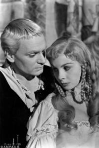 Laurence Olivier as Hamlet and Jean Simmons as Ophelia.