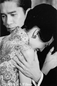 Mo-wan comforts Li-zhen in the Wong Kar-Wai film In the Mood for Love.