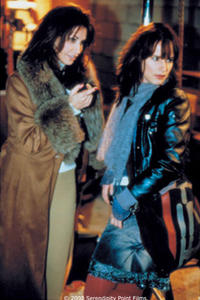 Gina Gershon and Juliette Lewis in