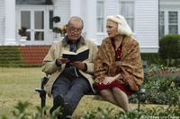Gena Rowlands as Old Allie and James Garner as Duke in