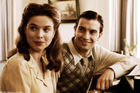 Lotte (Thekla Reuten) and her fianc? David (Jeroen Spitzenberger) play the piano in Miramax Films' TWIN SISTERS. Courtesy: Miramax Films