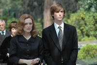 Julianne Moore and Eddie Redmayne in