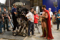 Director Zack Snyder and Gerard Butler discuss a scene on the set of the film